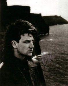 U2 -Bono -Falaises de Moher -Irlande 1984