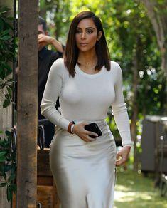Elegant Kim Kardashian West in all white outfit (August 2016). #kimkardashian…