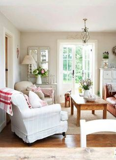 Having small living room can be one of all your problem about decoration home. To solve that, you will create the illusion of a larger space and painting your small living room with bright colors c… Living Room Decor Country, French Country Living Room, Cottage Living Rooms, Home Living Room, Country Decor, Living Room Designs, Living Room Furniture, Farmhouse Decor, Brown Furniture