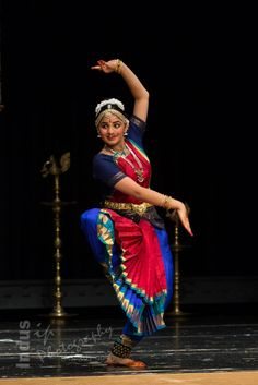 Folk Dance, Dance Art, Dance Photography, Photography Women, Dance Positions, Cultural Dance, Dancing Drawings, Indian Classical Dance, Exotic Dance