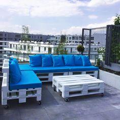 terrassen deko ideen und möbel zum entlehnen, blaues design, palettenmöbel, rollmöbel
