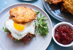 Latke Breakfast Sandwiches: Thin potato pancakes sandwiched with bacon, greens, jam, and egg. The ultimate breakfast sandwich. Worth every minute of work! Breakfast On The Go, Best Breakfast, Healthy Diet Recipes, Clean Eating Recipes, Breakfast Sandwich Recipes, Dried Potatoes, How To Cook Eggs, Cookies Et Biscuits, A Food