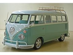 The Volkswagen company is now the largest selling auotmaker in the world, but it has a long and interesting history, producing classics like the Volkswagen Beetle and VW Karmann-Ghia. Kombi Trailer, Vw Caravan, Bus Camper, Volkswagen Bus, Vw T1, Volkswagen Models, Combi Hippie, Vw Minibus, Combi Split
