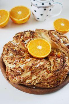 Orange Apricot & Parmesan Twist Bread - köstlicher Hefekranz mit Aprikosen, Orangen und geriebenem Parmesan