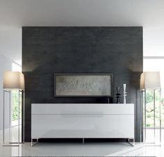 Mobiliario de salón en laca blanca con patas cromadas de la firma Abrito. http://www.eliamariatta.com/