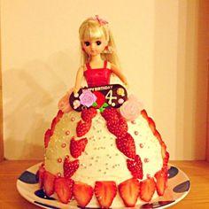 明日は、姫の4歳のお誕生日 一日早く、ケーキたべま〜す。 お兄ちゃん2人なので、うちにはお人形さんがもちろんありません いつも、戦いごっこしてる姫ちゃまです。そんな姫の反応はど〜なのか心配ですが… 今は、まだ冷蔵庫に待機中。りかちゃん風邪ひきそ〜。  やっぱり デコ系は苦手です 生クリーム足りなくなるし〜 こんなんだけど 喜んでくれるとうれしいな - 211件のもぐもぐ - 姫 初りかちゃんで、お誕生日ケーキ‼ by gurimoco