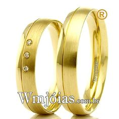 Aliança de noivado e casamento Aliança em ouro amarelo 18k 750 Peso: 7,90 gramas o par Pedras: 3 diamantes de 1 ponto largura: 4,5 mm Altura:1mm ANATÔMICO BAIXO  Acabamento liso e fosco  **DIAMANTE GRATUITO**