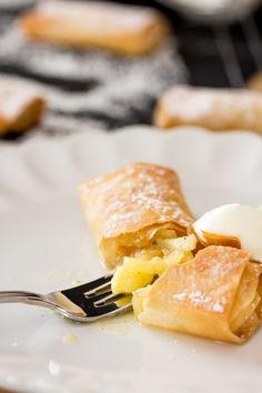 """Nach den aufregenden und spannenden letzten beiden Wochen wünschte ich mir für dieses Wochenende mal wieder mehr Ruhe und Gemütlichkeit - und etwas """"Sonntagssüß"""". Schon länger wollte ich etwas mit Filoteig probieren, nachdem ich es mal in einer dänischen... #apple #baking #deliciousrecipes"""