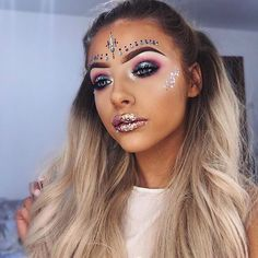 ♢ MYTHICAL MERMAID ✨ Our DREAMER @cchloelizabeth looks in all the jewels and glitter from our MERMAID GIFT SET #festivalmusthave FREE POSTAGE with the link in our bio ♢