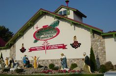 Discover Bronner's Christmas Wonderland in Frankenmuth, Michigan: World's largest Christmas store. Christmas Place, Christmas Town, Christmas Gingerbread, Vintage Christmas, Christmas Shopping, Bronners Christmas Store, Weird Town, Miss Michigan, Frankenmuth Michigan
