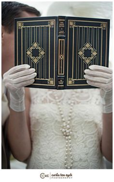 The Great Gatsby-- such an amazing source of inspiration, and the theme behind this gorgeous great gatsby wedding inspired photoshoot at The Branford House in Groton, Connecticut! Great Gatsby Wedding, 1920s Wedding, The Great Gatsby, Art Deco Wedding, Wedding Veils, Wedding Hair, Bridal Hair, Wedding Black, Wedding Gold