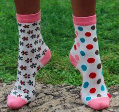 Chaussettes dépareillées chez Prom'nons Nous