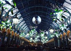 Festive mood ! #coventgarden #christmasspirit #london #blackfridayshopping