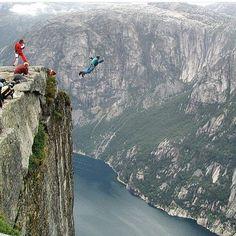 Base jump!!! #freefall #parashute #extreme #sports #livingthelife #doit #sometimeslaterbecomesnever ✌️✌
