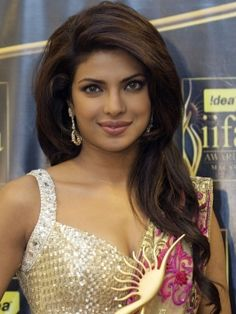 Priyanka Chopra - Beautiful bollywood hair      Love this hair style