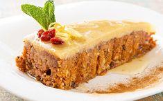 Această prăjitură poate fi o alegere bună pentru părinții care vor să le ofere celor mici deserturi hrănitoare și naturale, dar și pentru cei care urmează o dietă de slăbire. Nu conține nici un ingredient care poate favoriza acumularea de calorii, grăsimi sau kilograme în plus, precum zahăr, făină, ouă sau lactate. Vegetarian Desserts, Healthy Deserts, Raw Desserts, Sugar Free Desserts, Raw Vegan Recipes, Vegan Sweets, Sweets Recipes, Baby Food Recipes, Cake Recipes