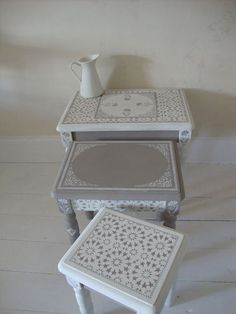 arabesque 💮 moroccan style stenciled furniture home deco interior meuble table basse gris blanc Home Design Diy, Diy Home Decor, Design Design, Paint Furniture, Furniture Projects, Furniture Makeover, Furniture Stores, Stenciling Furniture, Bedroom Furniture