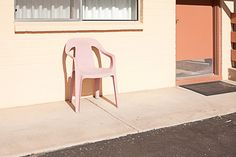 a lonely chair to love William Eggleston, Arizona, Color Inspiration, Pretty In Pink, Art Photography, Street Photography, Exterior, Pictures, Image