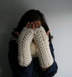 Crochet fingerless gloves pattern (117)... @Judith de Munck Heyden Coone .. New crochet challenge!  ;)