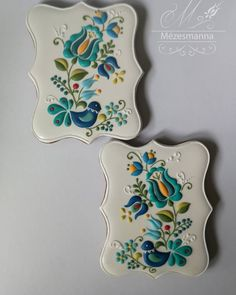 Hungarian pattern with royal icing. Leaf Cookies, Fancy Cookies, Iced Cookies, Biscuit Cookies, Yummy Cookies, Chocolate Glaze, Chocolate Lovers, Hungarian Cookies, Black And White Cookies