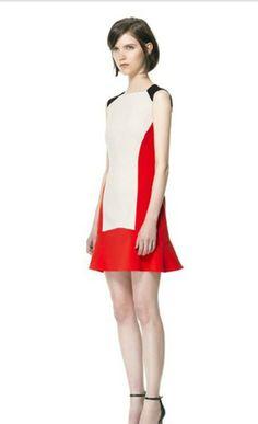 Vestido com 3 cores e recortes geométricos R$135,00