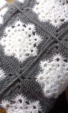 Vintage Driftwood: snowflake granny square crochet