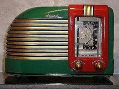 Today's Music on Vintage Radios for Art Deco and Mid-century interior design… Art Nouveau, Art Deco Period, Art Deco Era, Radio Vintage, Vintage Box, Vintage Hats, Vintage Stuff, Muebles Art Deco, Art Deco Stil