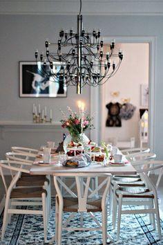 Matsalsbord Adine svart med klotben 200x100x76 cm + ilägg.
