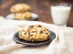 ultra-thick chocolate chip cookie, popularized by the NYC bakery Levain, requires a dough with less sugar than flour, and more chocolate chips than sugar. Thick Chocolate Chip Cookie Recipe, Chocolate Chip Cookies, Chocolate Chips, Chocolate Chocolate, Baking Chocolate, Serious Eats, Muffins, Stevia, Scones