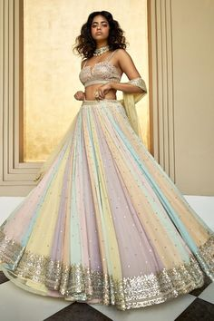 Indian Wedding Gowns, Indian Gowns Dresses, Indian Bridal Outfits, Indian Fashion Dresses, Indian Designer Outfits, Ethnic Fashion, Pakistani Dresses, Modern Fashion, Latest Fashion