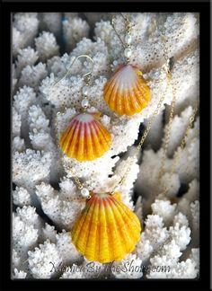 Hawaiian Sunrise Shells Necklace & Earrings with Pearls Set