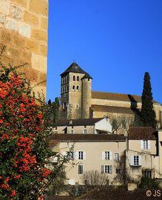 Vue sur Léglise St Sauveur - Puy-l Eveque, Midi-Pyrenees, France