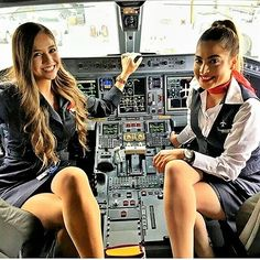 21 Slightly Racy Photos Of The Hottest Female Cabin Crew The Airlines Tried To Ban! Onur Air, Delta Flight Attendant, Female Pilot, Girls Uniforms, Cabin Crew, Sexy Stockings, Sexy Legs, Sexy Women, Beautiful Women