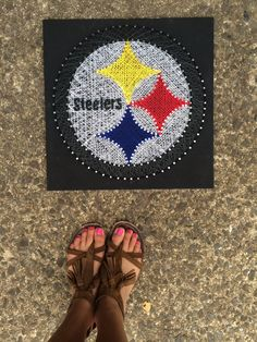 Pittsburgh Steelers string art by Magnolia Design Vinyl Crafts, Yarn Crafts, Sewing Crafts, String Art Templates, String Art Patterns, Magnolia Design, Nail String Art, Yarn Thread, Pin Art