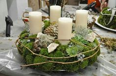Moss wreath with cream - nature . Christmas Advent Wreath, Holiday Wreaths, Christmas Crafts, Natural Christmas, Winter Christmas, Christmas Time, Diy Easter Decorations, Christmas Decorations, Diy Osterschmuck