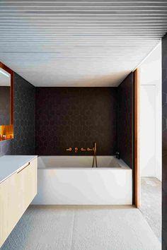 Minimalistické riešenie interiéru trojpodlažný dom v Prahe