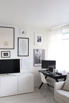 Homevialaura | gallery wall | art wall | posters | living room | Ikea Bestå