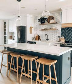 Boho Kitchen, Home Decor Kitchen, New Kitchen, Home Kitchens, Kitchen Ideas, Kitchen Walls, Kitchen Inspiration, Kitchen Countertops, Kitchen Backsplash
