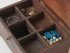 This wooden box is a great way to store small ornaments or jewellery. Unique Gifts, Best Gifts, Money Jars, Antique Christmas, Vintage Gifts, Wooden Boxes, Vintage Antiques, Christmas Gifts, Jewellery