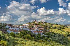 10 raisons d'aller dans l'Alentejo au Portugal (en images) - via Le Vif 13-02-2017 | Eloignée de la foule et du tourisme de masse, avec ses petits villages et ses plages tranquilles, la possibilité d'y contempler les étoiles 250 nuits par an tant le ciel est dégagé et une gastronomie locale délicieuse: la région d'Alentejo ne manque pas d'attraits! Une destination à mettre en priorité sur votre liste de voyages.
