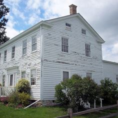 Trombley Centre House - This is Trombley Centre House, located near the southern entrance to Veterans Memorial Park in Bay City, Michigan, US. It's the oldest frame house still standing in Bay County. It was built in the classic Greek Revival style.