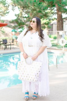 Summertime means one thing: embracing all white everthaaang! This plus size, resort wear clothing summer style features an all white outfit with some pop of blue and gold colors!