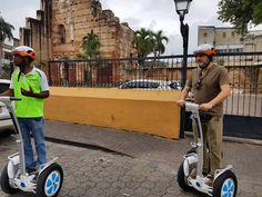 Touring streets full of history with a twist of fun and technology #airwheel #Zonacolonial #zoneando #tour