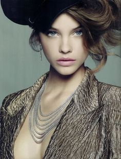 http://data.whicdn.com/images/30810462/barbara-palvin-beaut-eyes-fashion-girl-Favim.com-351866_large.jpg
