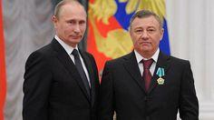 Arkadi Rotenberg (oik.) yhdessä Venäjän presidentin Vladimir Putinin kanssa Kremlissä viime syksynä. Arkadi Rotenberg on joutunut Yhdysvaltain pakotelistalle ja lisäksi EU:n pakotteiden kohteeksi.