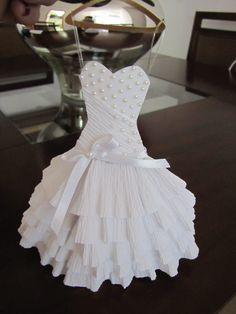 Scrap by Sandra Peres Paper Clothes, Doll Clothes, Paper Dresses, Diy Paper, Paper Art, Paper Crafts, Doily Wedding, Wedding Cards, Origami Vestidos