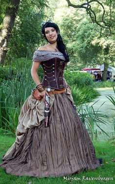 Such a pretty Steampunk outfit!