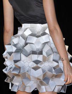 Origami Skirt geometric fashion Manish Arora S/S 2010 Runway Origami Fashion, 3d Fashion, Fashion Week, Fashion Details, Runway Fashion, High Fashion, Fashion Show, Womens Fashion, London Fashion