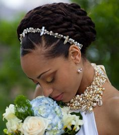 Perfect wedding Updo www.shorthaircuts… Perfecte bruiloft Updo www. Afro Punk, My Hairstyle, Braided Hairstyles, African Hairstyles, Bridal Hairstyle, Latest Hairstyles, Dreadlock Hairstyles, Prom Hairstyles, Natural Hair Wedding