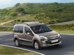 Citroen Berlingo Photos and Specs. Photo: Berlingo Citroen configuration and 24 perfect photos of Citroen Berlingo Perfect Photo, Model Photos, Kobe, Peugeot, Van, Vehicles, Specs, Automobile, Model Headshots